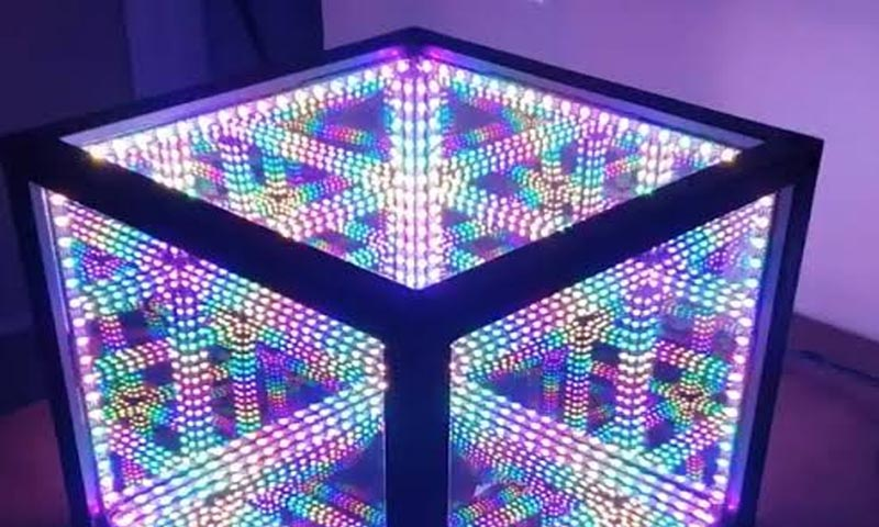 Lifetime Photonic Infinity Mirrors Or Hypercube